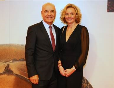 Tone Strnad, founder of Medis, d.o.o., and the new CEO, Martina Perharič, PhD (Photo: Urban Modic)